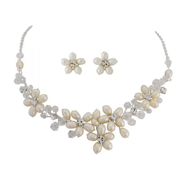 Enchanting Freshwater Pearl Necklace Set